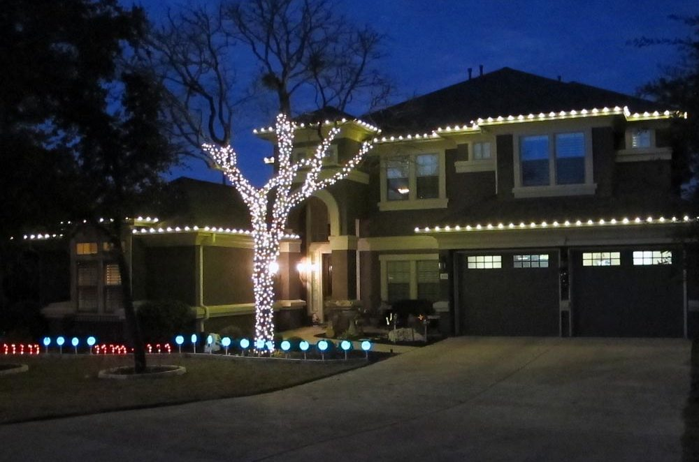 Raspberry Road Holiday lighting